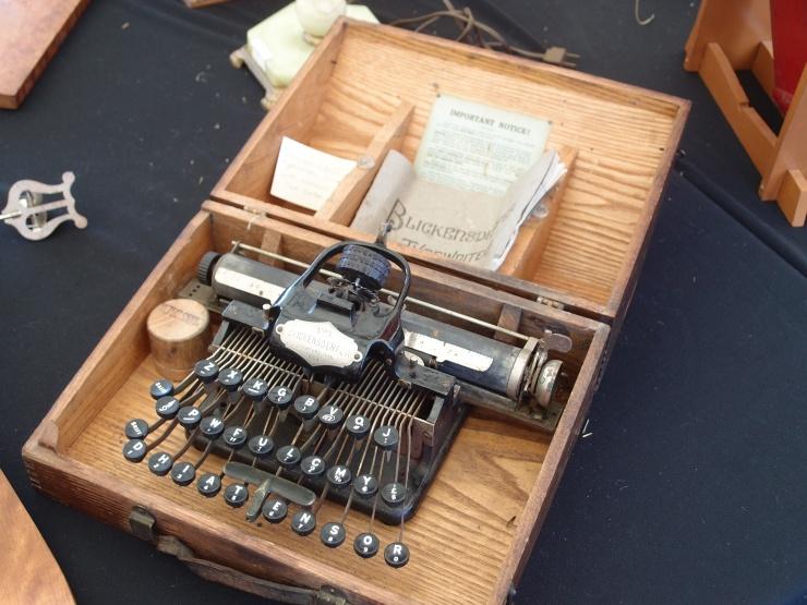 typewriter/antique