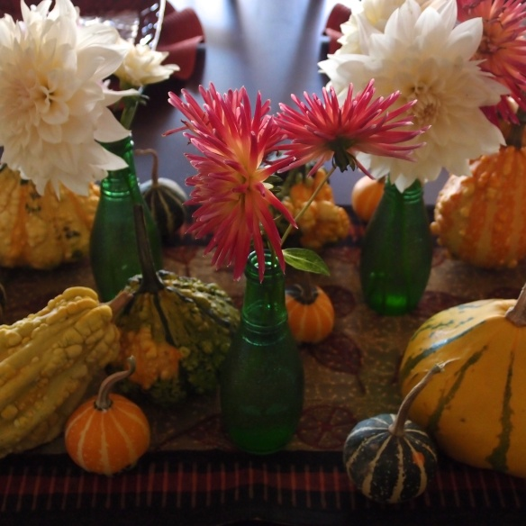 tablescape/dahlias & gourds