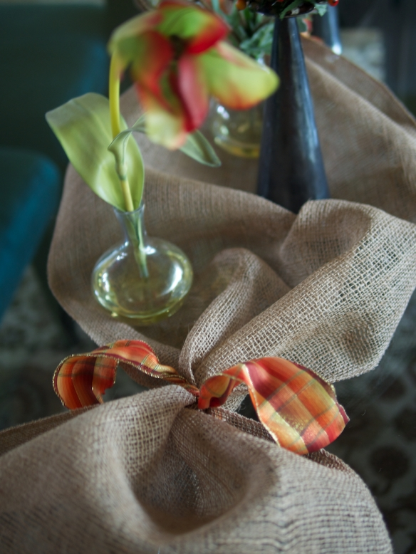 burlap/ribbon tablescape