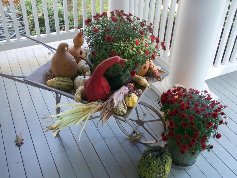 porch/pumpkins